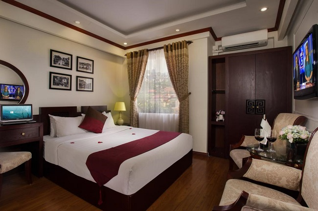 best hotels with pool in Hanoi Old Quarter 15