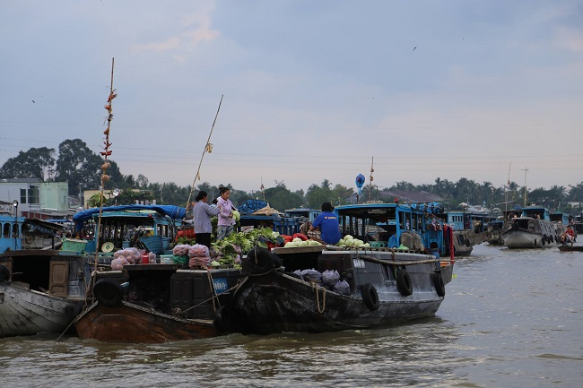Floating Markets in Mekong Delta  4