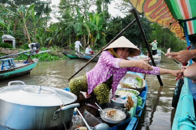 Floating Markets in Mekong Delta 9