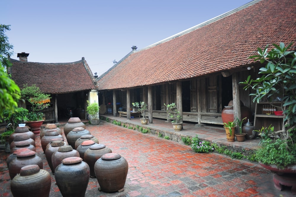 day-trip-to-duong-lam-ancient-village-11