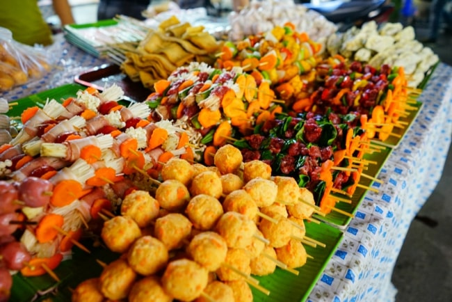street food walking tour in hanoi 3