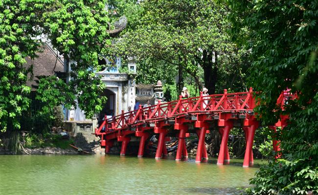 Hoan Kiem Lake 3