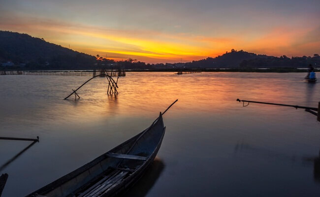 lakes in vietnam 13