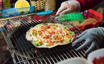 street food walking tour in hanoi 4